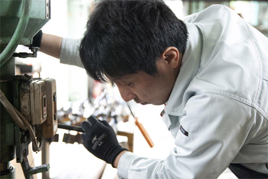 穴あけや文字彫刻まで自社で加工することができます